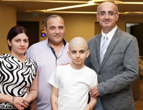 Göğsünden kalbinin 15 katı dev bir tümör çıkarıldı!